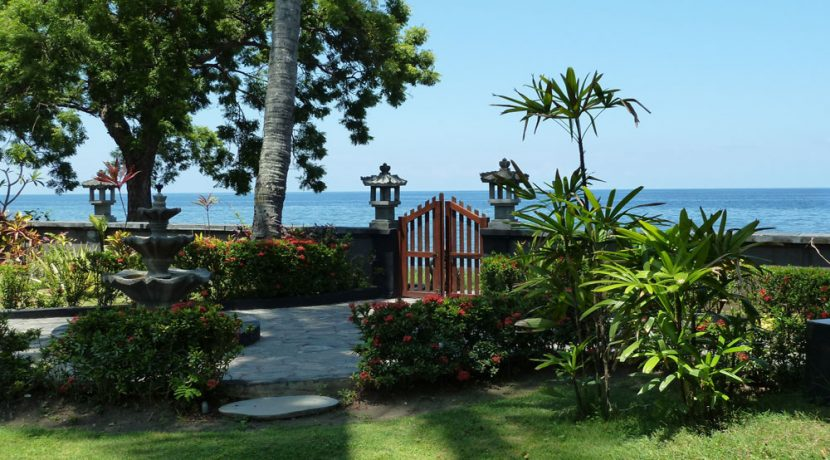 bali-beachfront-villa-for-sale-beach-access