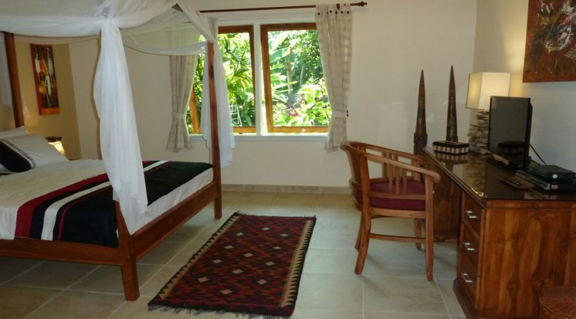 bali-beachfront-villa-for-sale-garden-view-bedroom