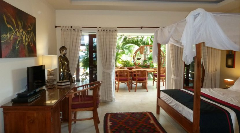 bali-beachfront-villa-for-sale-guest-bedroom