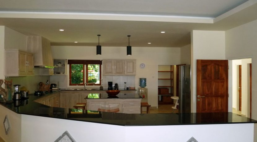 bali-beachfront-villa-for-sale-kitchen