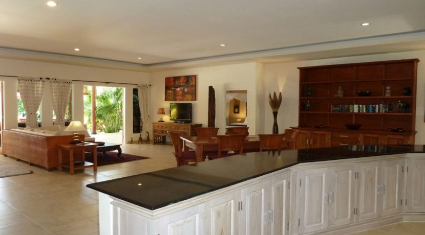 bali-beachfront-villa-for-sale-kitchen&dining