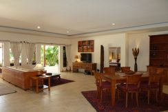bali-beachfront-villa-for-sale-living-area