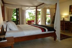 bali-beachfront-villa-for-sale-master-bedroom