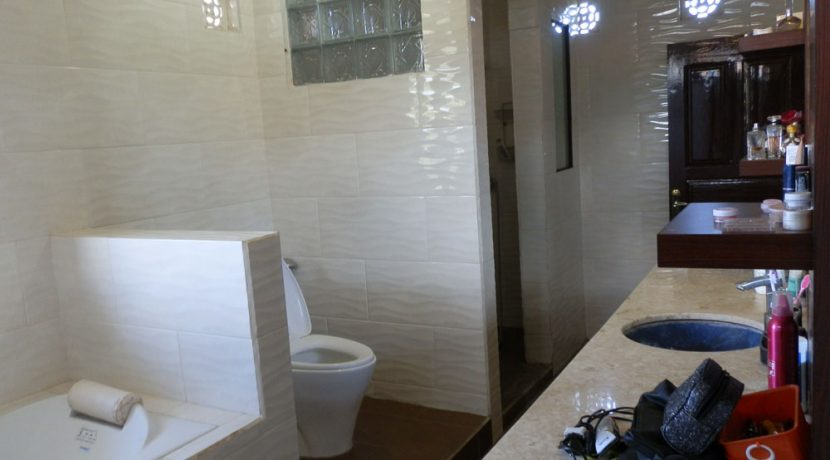 north-bali-lovina-town-villa-bathroom