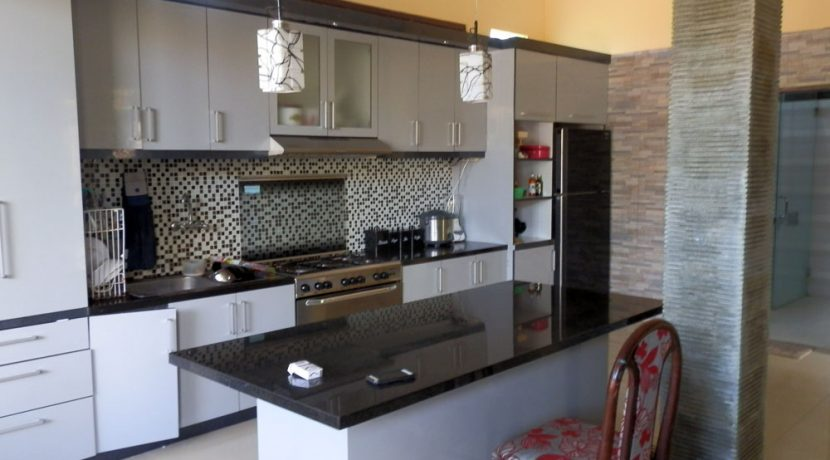 north-bali-lovina-town-villa-kitchen2