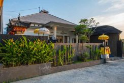 bali lovina house for sale access-road