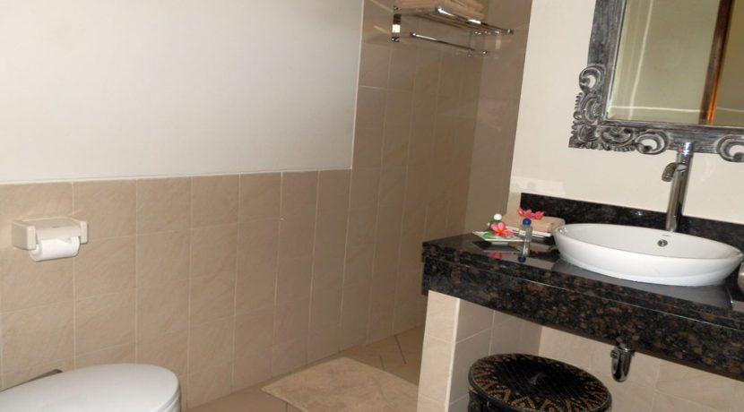 bali-beachfront-hotel-resort-for-sale-bungalow-bathroom