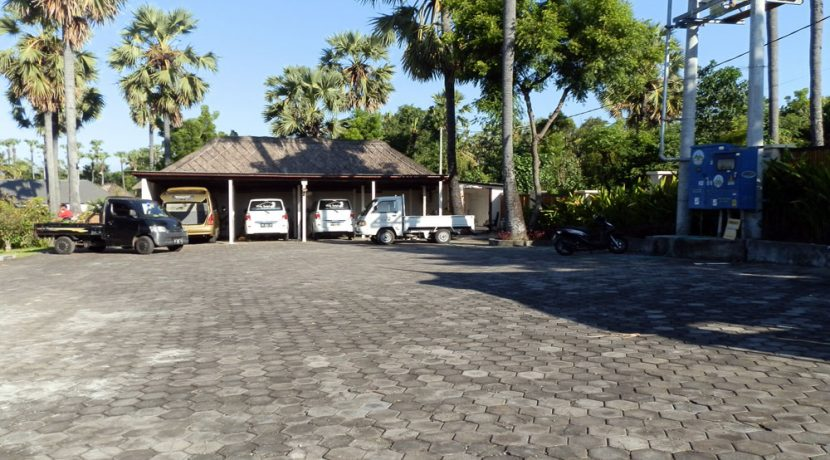 bali-beachfront-hotel-resort-for-sale-parking