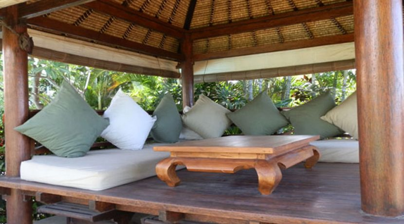 bali-beachfront-villa-for-sale-bale