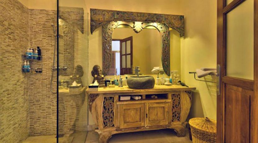 bali-beachfront-villa-for-sale-bathroom