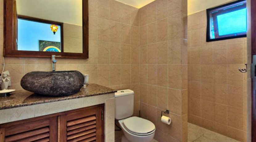 bali-lovina-beachfront-villa-for-sale-bathroom-toilet