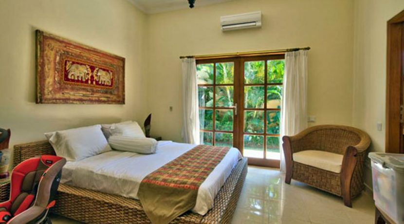 bali-lovina-beachfront-villa-for-sale-bedroom