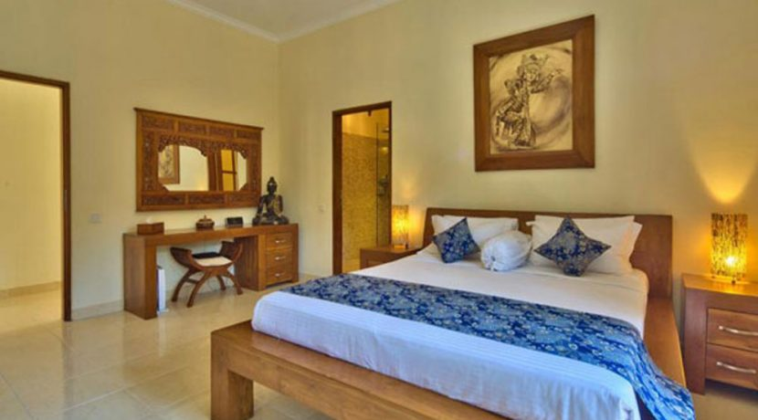 bali-beachfront-villa-for-sale-bedroom