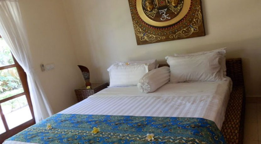 bali-lovina-beachfront-villa-for-sale-guest-bedroom