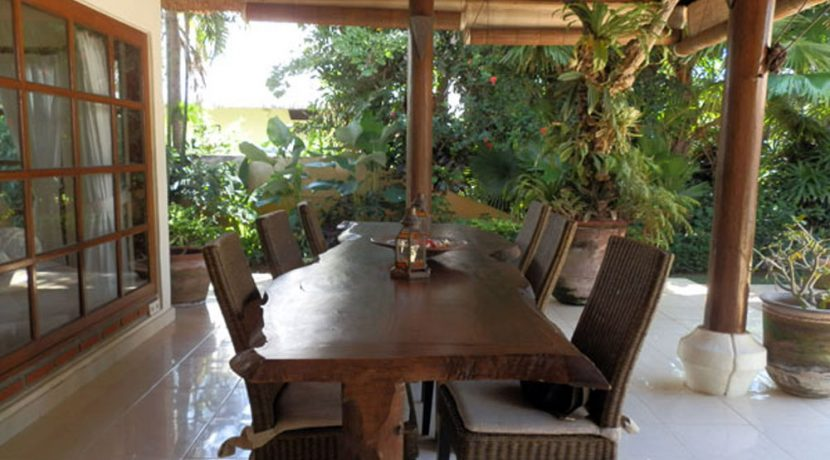 bali-lovina-beachfront-villa-for-sale-outdoor-dining