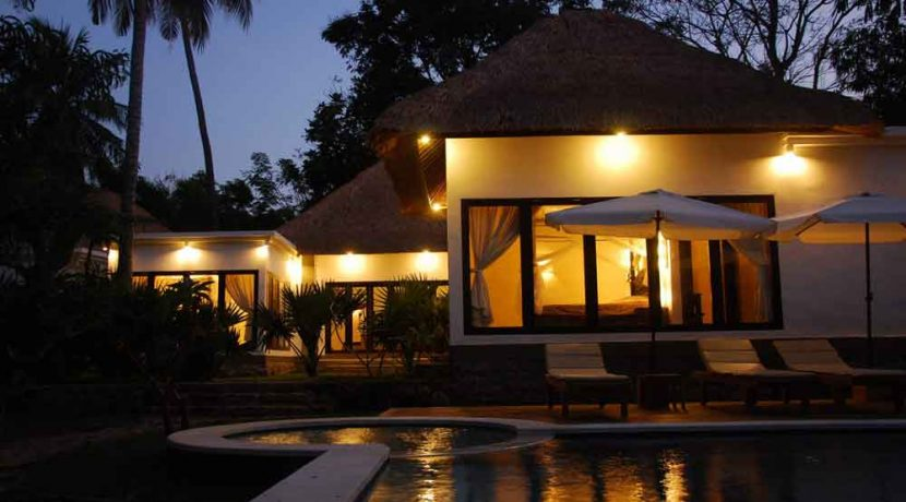bali-beachfront-villa-for-sale-pool-night
