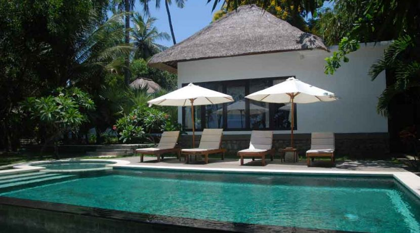 bali-beachfront-villa-for-sale-pool