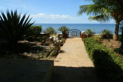 bali-lovina-beachfront-villa-for-sale-private-beach-access