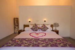 bali-lovina-riverside-villa-sale-bed-deco