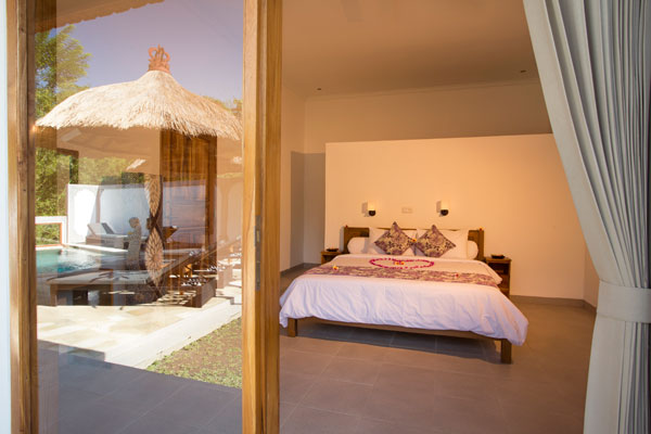 bali-lovina-riverside-villa-sale-bedroom-pool