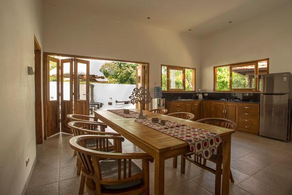 bali-lovina-riverside-villa-sale-dining&kitchen