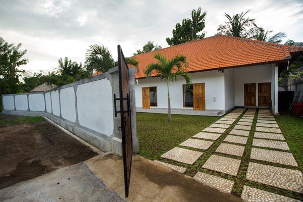 bali-lovina-riverside-villa-sales-frontyard