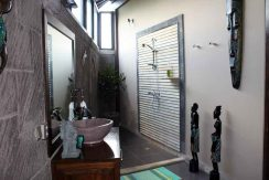 bali-lovina-villa-with-sea-view-for-sale-bathroom