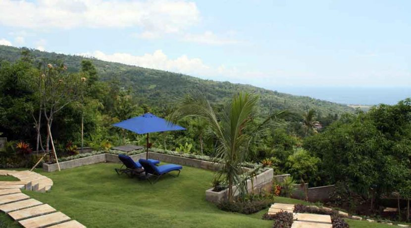 bali-lovina-villa-with-sea-view-for-sale-garden