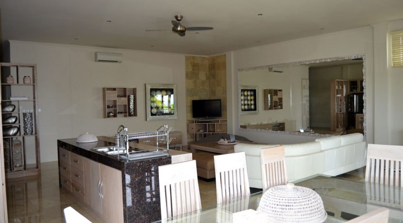 bali-resort-penthouse-apartment-for-sale-dining