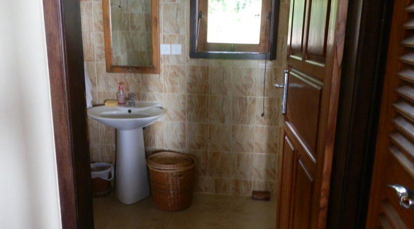 north-bali-lovina-villa-sale-bath