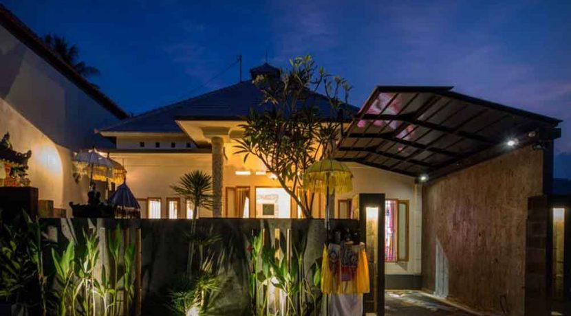bali lovina house for sale car-port