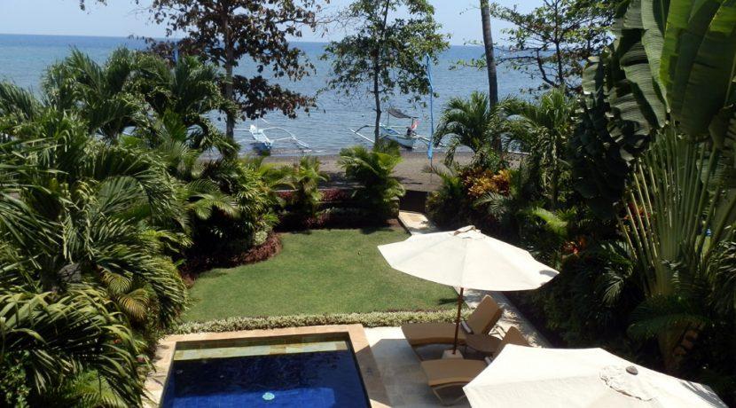 north-bali-lovina-beachfront-villa-for-sale-beach