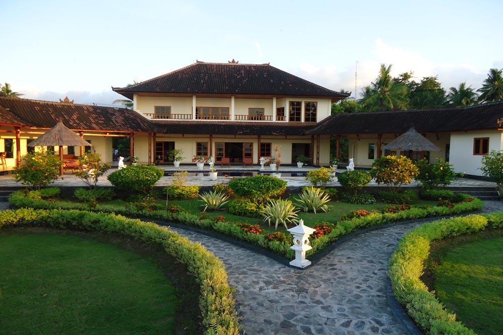 Bali beachfront villa for sale NW-V002