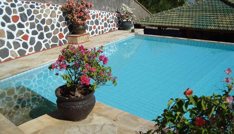 pool-entree