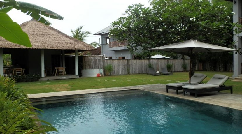 bali-lovina-hotel-business-for-sale-yard