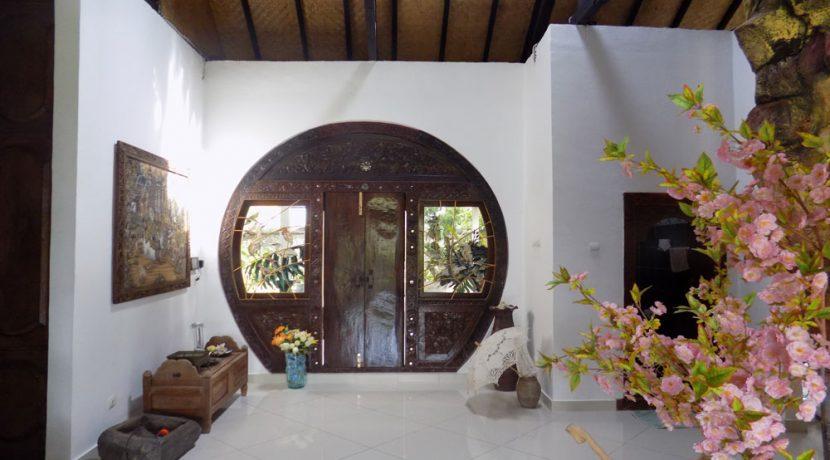 bali-lovina-beach-villa-sales-entree-door