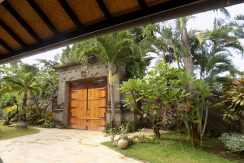 bali-lovina-beach-villa-sales-gate-inside