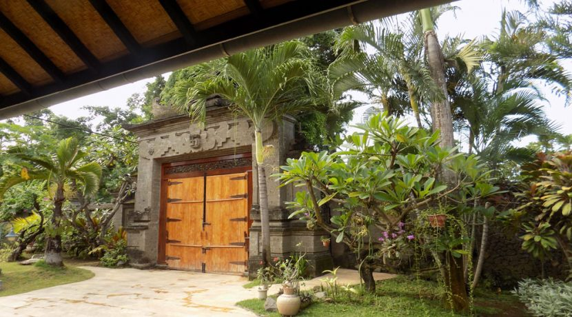 bali-lovina-beach-villa-sales-gate-inside