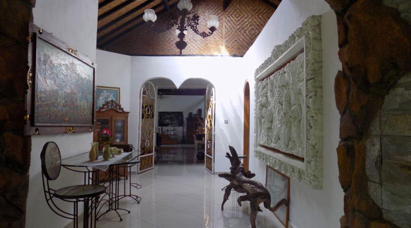 bali-lovina-beach-villa-sales-hallway