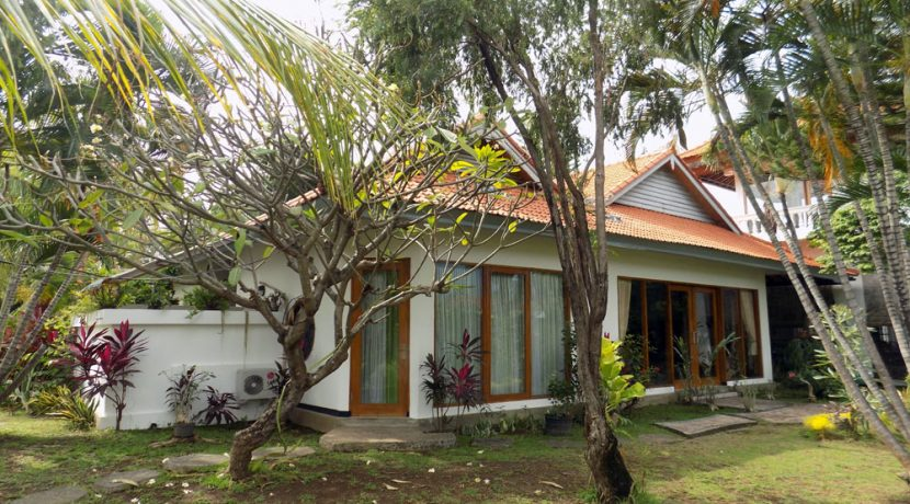 bali-lovina-beach-villa-sales-main-house2