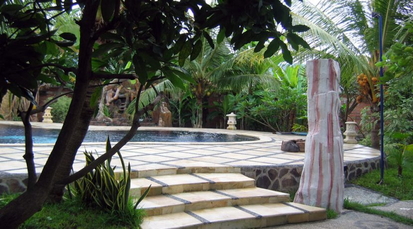 bali-lovina-beach-villa-sales-pool-deck