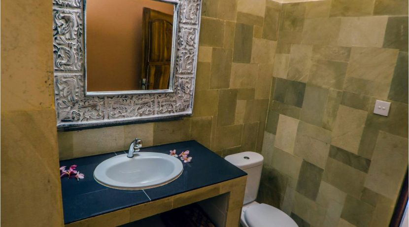 bali-lovina-town-villa-for-sale-bathroom