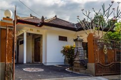 bali-lovina-town-villa-for-sale-gate