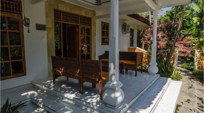 bali-lovina-town-villa-for-sale-terrace