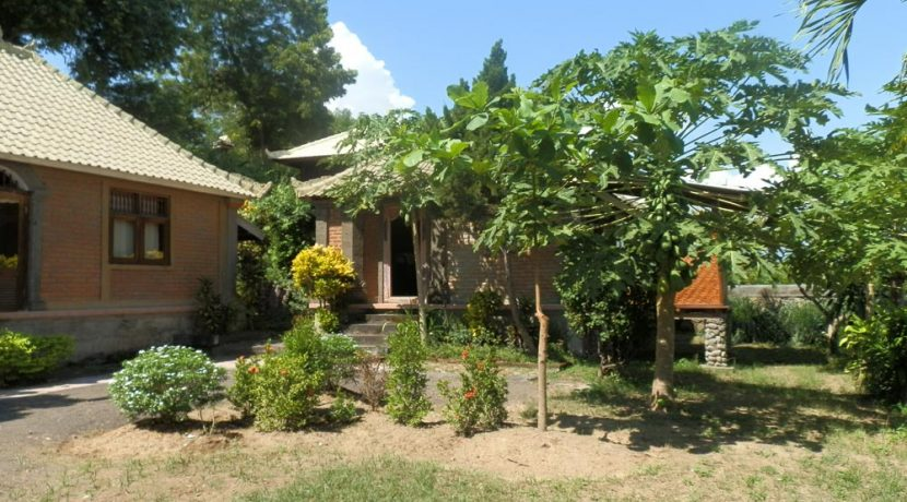 bali-yoga-retreat-resort-sale-garden