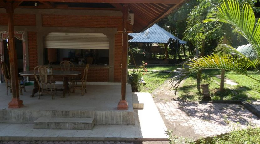 bali-yoga-retreat-resort-sale-restaurant-garden