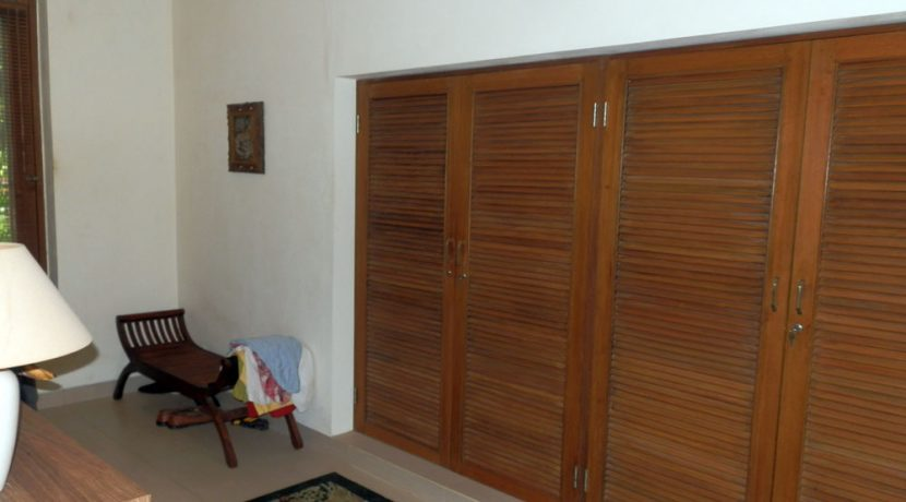 bali-sea-view-villa-sale-closet