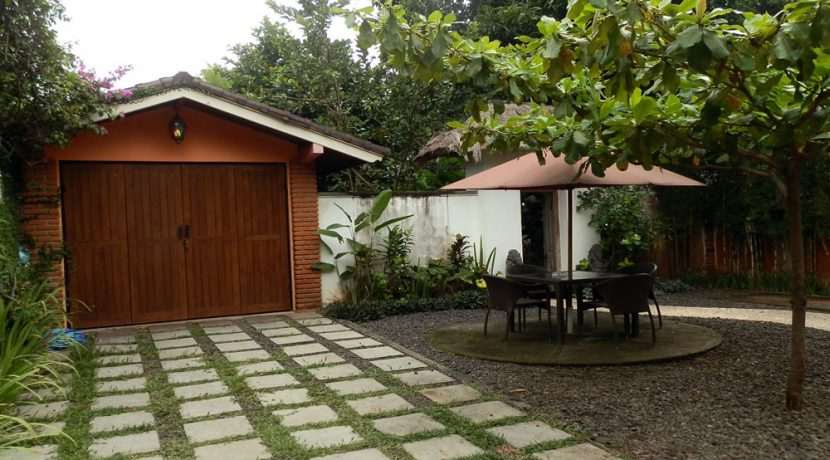 bali-sea-view-villa-sale-garage