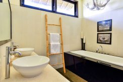 bali-beachfront-villa-sales-bath