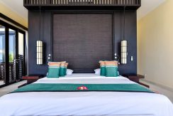 bali-beachfront-villa-sales-bed